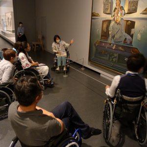 車いすを利用しない方の車いすで美術館ツアー