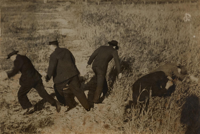 撮影者不詳《 イルフ逃亡》 1939年 個人蔵